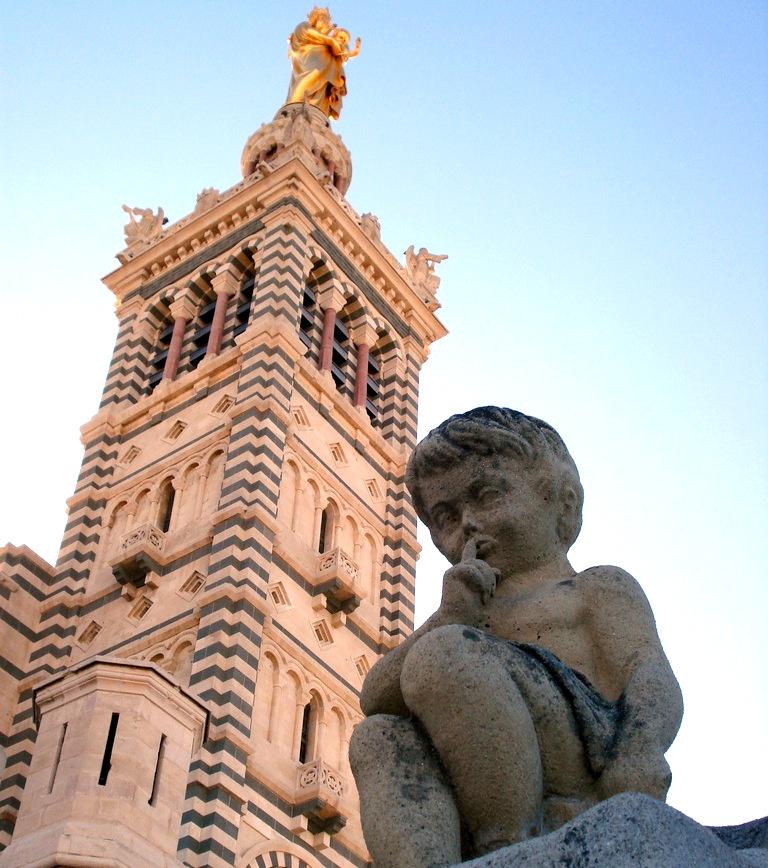 Ange devant Notre Dame de la Garde